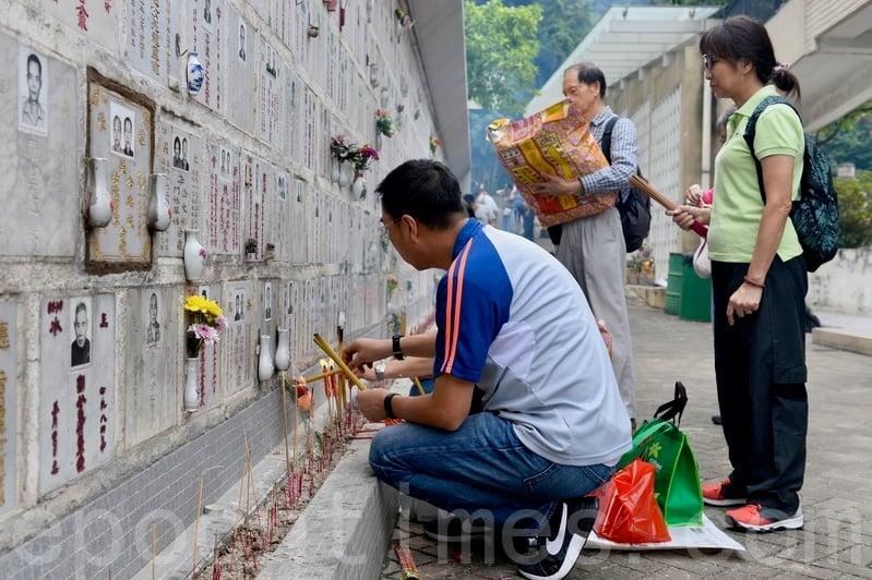 【圖片新聞】市民趁重陽節掃墓