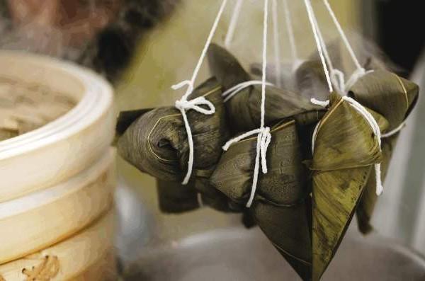 中國傳統的端午節,除了美味的粽子,各地民俗中仍保持著不同的美食。(網絡圖片)