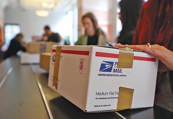 美國10月17日宣佈,即日起啟動退出萬國郵政聯盟程序,並在一年內進行國際郵費雙邊及多邊談判。(Getty Images)