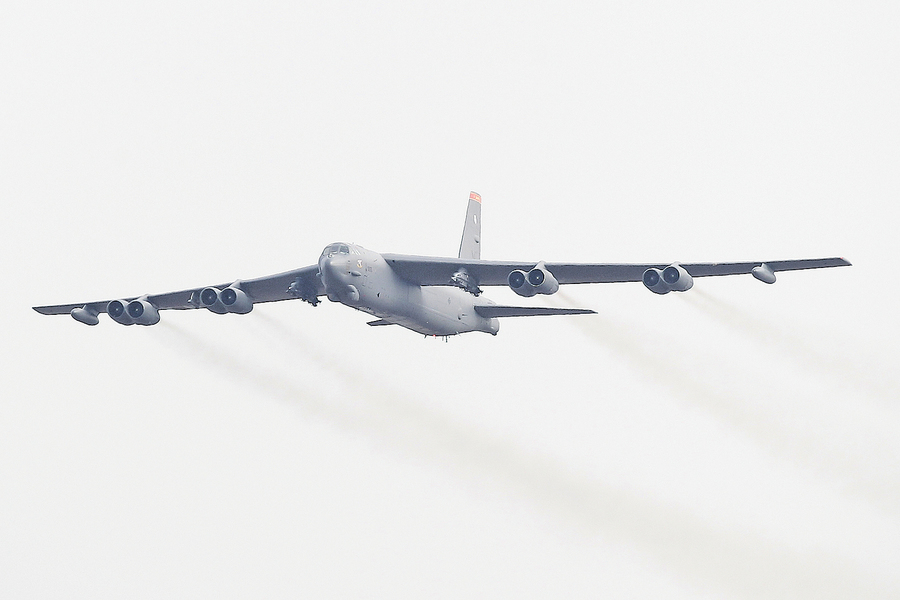 美B-52轟炸機再飛南海國際空域