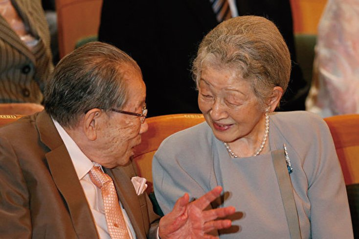 這些百歲名人為何長壽?圖左為日本著名醫生日野原重明。(KIM KYUNG-HOON/AFP/Getty Images)