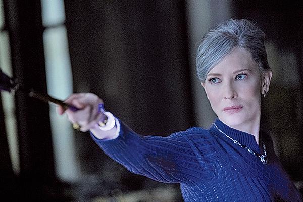 森瑪曼看似十分正經的女巫,實際上不過於嚴肅,始終能與祖尼芬有來有回的鬥嘴,為電影帶來額外的趣味。