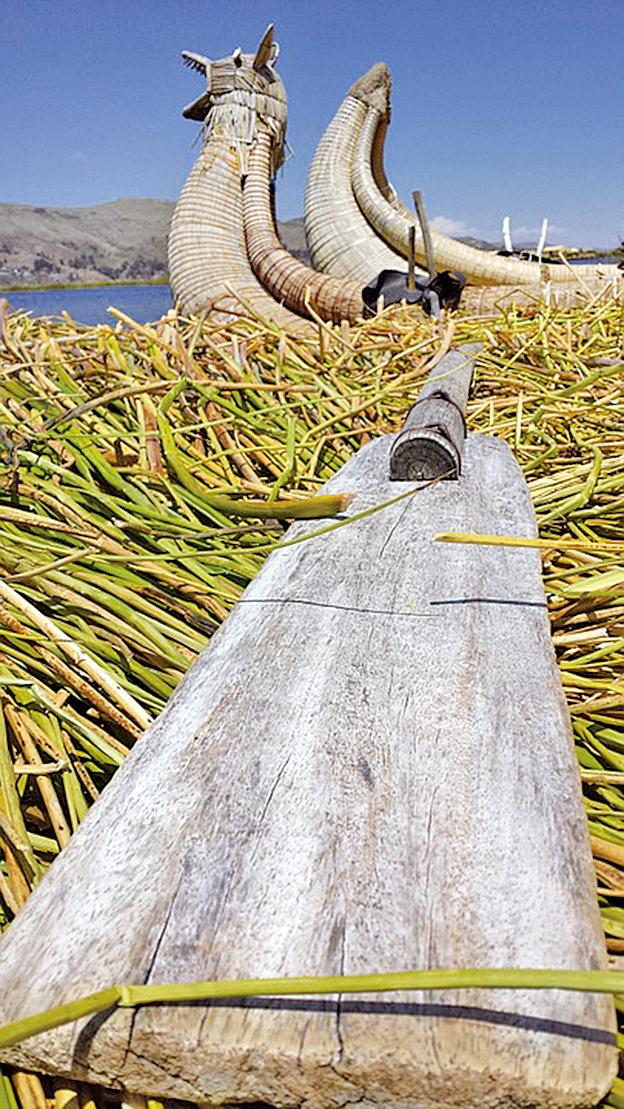 蘆葦做成的船,可以泛流(圖片來源:pixabay)
