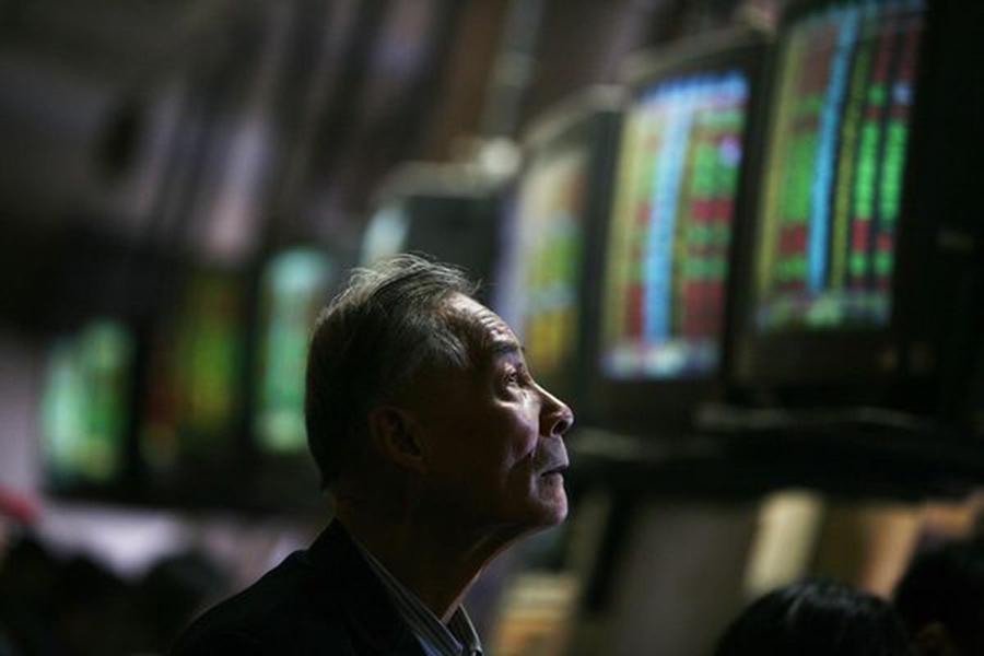 由於美聯儲和中國人民銀行的貨幣政策相背而行,市場人士估計,未來12個月美元匯率將升至7.20左右,而且最終可能對中國經濟造成嚴重破壞,恐引發類似2015年的亞洲股市崩盤。(Getty Images)