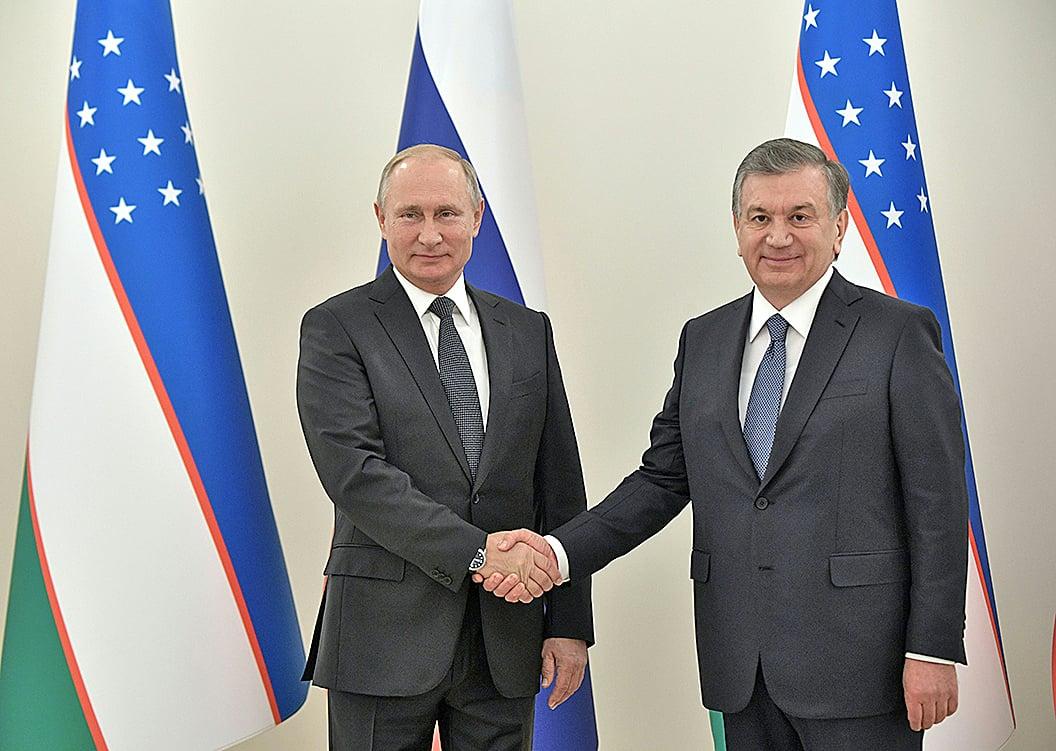 10月19日,俄羅斯總統普京(左)結束對烏茲別克斯坦為期兩天的訪問。(Getty Images)