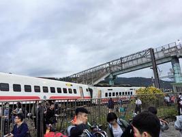 台鐵翻側意外 18死148人受傷
