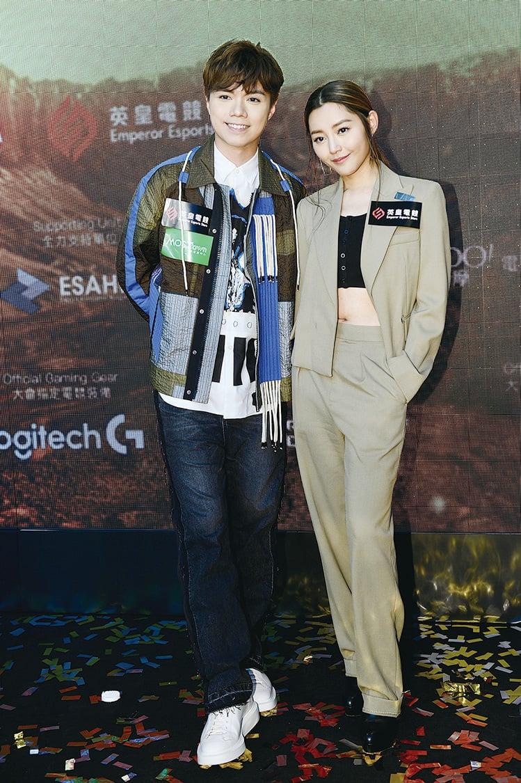 歌手張敬軒(軒仔)(左)與衛詩雅(Michelle)(右)昨日出席電競總決賽開幕式。(宋碧龍╱大紀元)