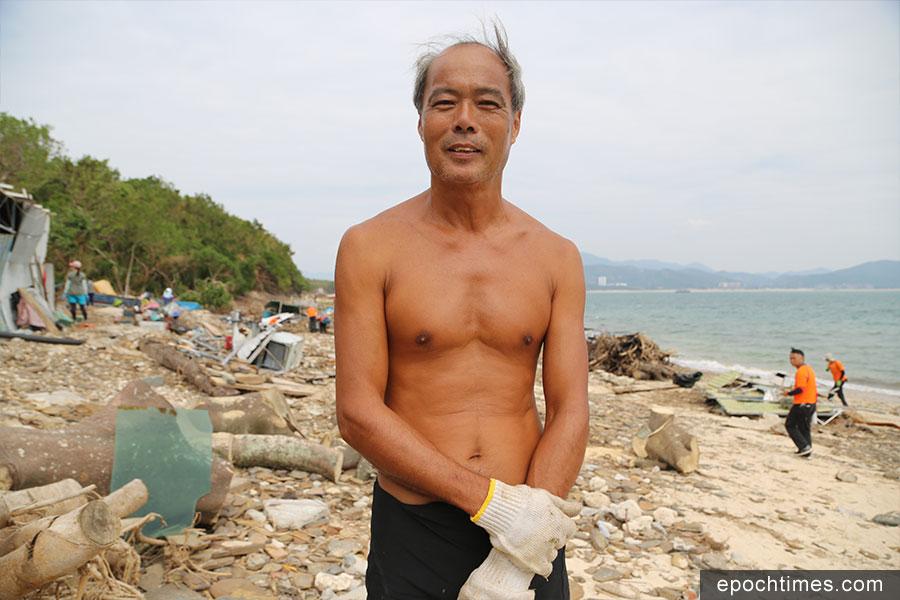 巫先生呼籲政府正視東平洲的防波堤問題。(陳仲明/大紀元)