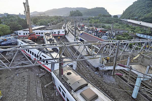 台鐵6432次普悠瑪列車10月21日下午在宜蘭發生出軌事故,造成嚴重傷亡。(中央社)