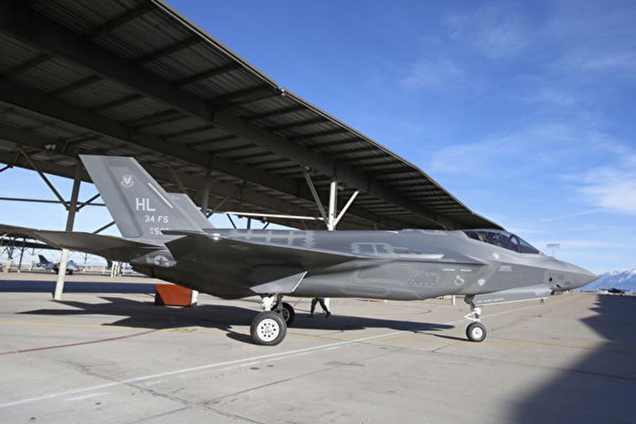 台灣政府去年發布「四年期國防總檢討」報告說,台灣的舊式軍備急需汰舊換新,並計劃取得F-35戰機(如圖)。(George Frey/Getty Images)