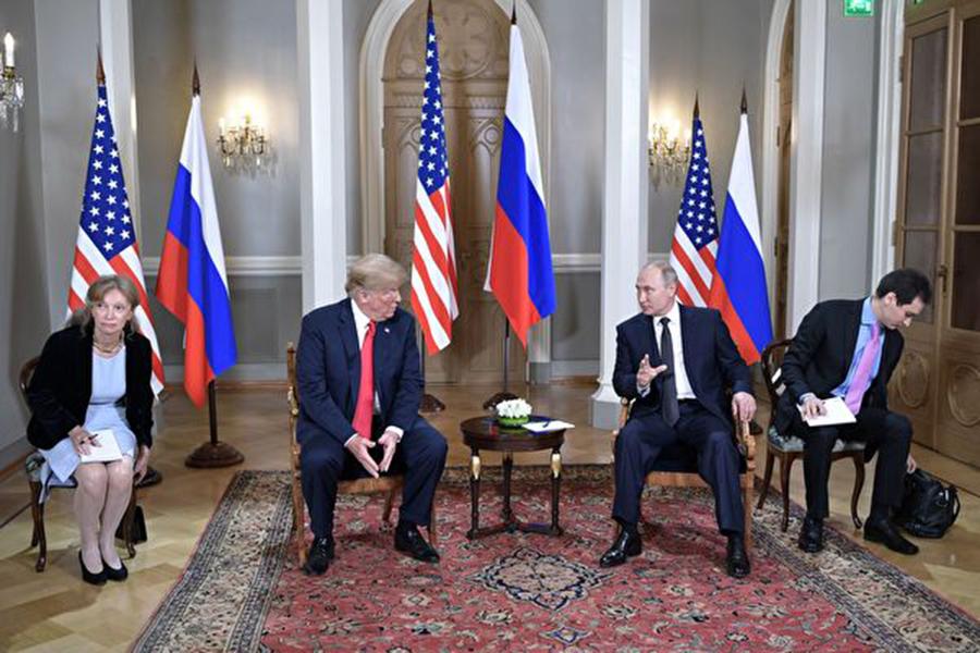 美國國家安全顧問博爾頓週二(23日)表示,特朗普總統將於11月11日在巴黎與俄羅斯總統普京會面。(ALEXEY NIKOLSKY/AFP/Getty Images)