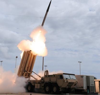 2009年3月18日美國導彈防禦局發佈的圖片顯示,3月17日試驗發射THAAD導彈。(AFP/美國導彈防禦局)