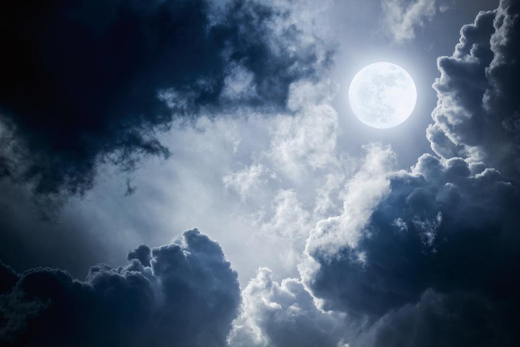 四川省成都市計劃在2020年發射「照明衛星」以增強月光的亮度,專家認為此舉會使現有的光害更加嚴重。圖為天上的月亮。(Fotolia)