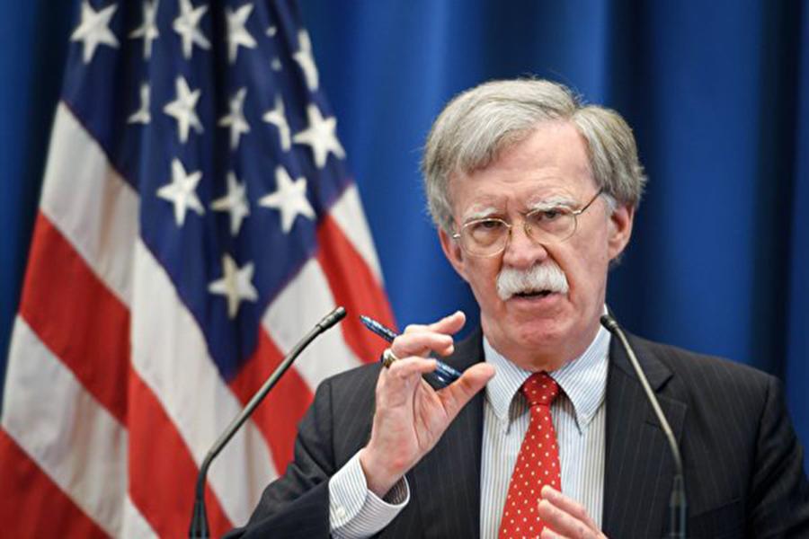 美國國家安全顧問博爾頓22日對《華爾街日報》說,中國(共)、伊朗和朝鮮不受《中導條約》的約束。美國估計,如果中共是這個條約的一方,那麼中共所有彈道導彈的三分之一到一半都將違反該條約。(Fabrice COFFRINI / AFP)
