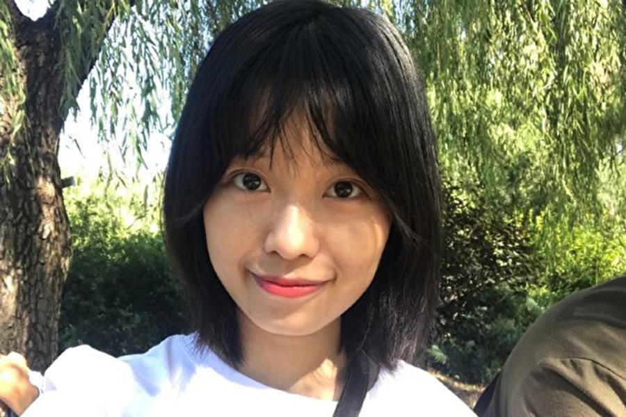 中共央視主持人朱軍性騷擾案10月25日首次開庭,當事人弦子庭審結束後,接受了媒體採訪。 (@弦子與她的朋友們 )