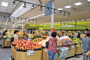 超市猛拿免費紙 海外華人的那些不文明行為