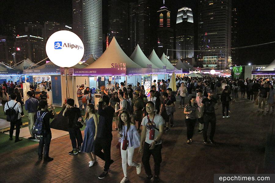 旅發局主辦的香港美酒佳餚巡禮,在上周四至日一連四天舉行。(陳仲明/大紀元)