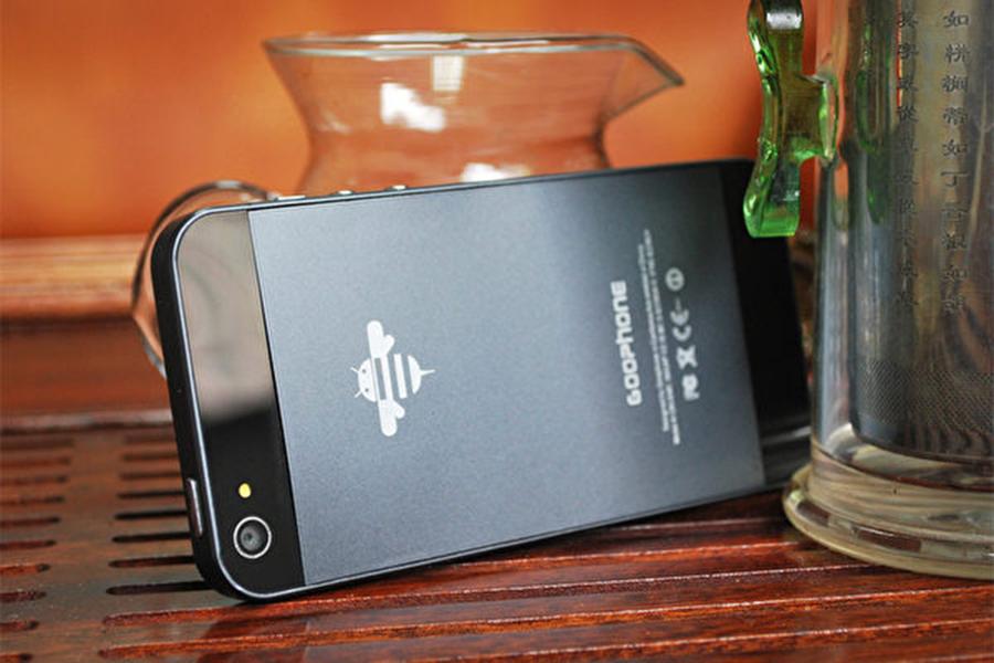 圖為中國山寨廠商谷蜂(Goophone)推出的手機Goophone I5不僅和iPhone5外型一樣,而且該公司已在中國為該外觀設計註冊專利,恐阻iPhone5在中國銷售。(谷蜂官方網站圖片)