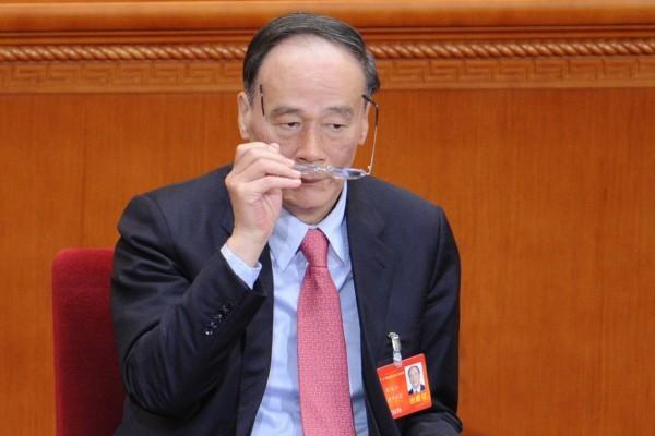 領導中紀委的王岐山2014年3月5日在北京兩會上。(WANG ZHAO/AFP/Getty Images)