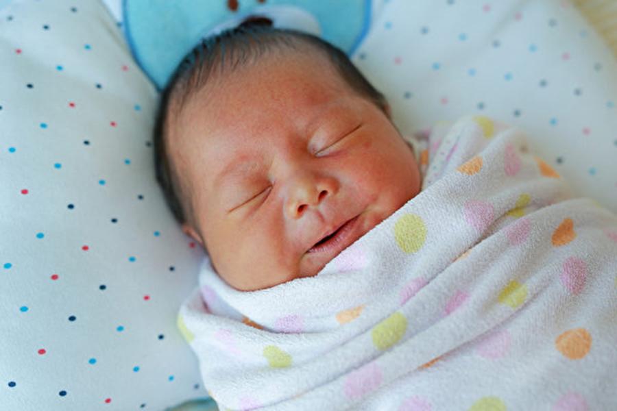 近日,大陸連續發生三起關於女嬰、女童事件,引發網絡熱議。圖為女嬰示意圖。(Shutterstock)