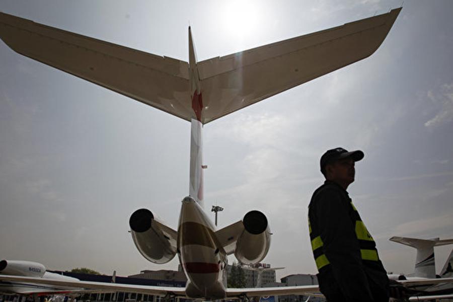 在上海和深圳證券交易所上市的五十多家公司今年獲得中共地方政府的投資,使得其中一半的公司將國企列為最大股東。 (Photo credit should read STR/AFP/Getty Images)