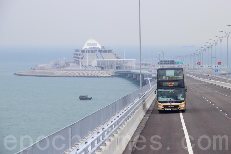 圖為港珠澳大橋穿梭巴士資料圖片。(蔡雯文/大紀元)