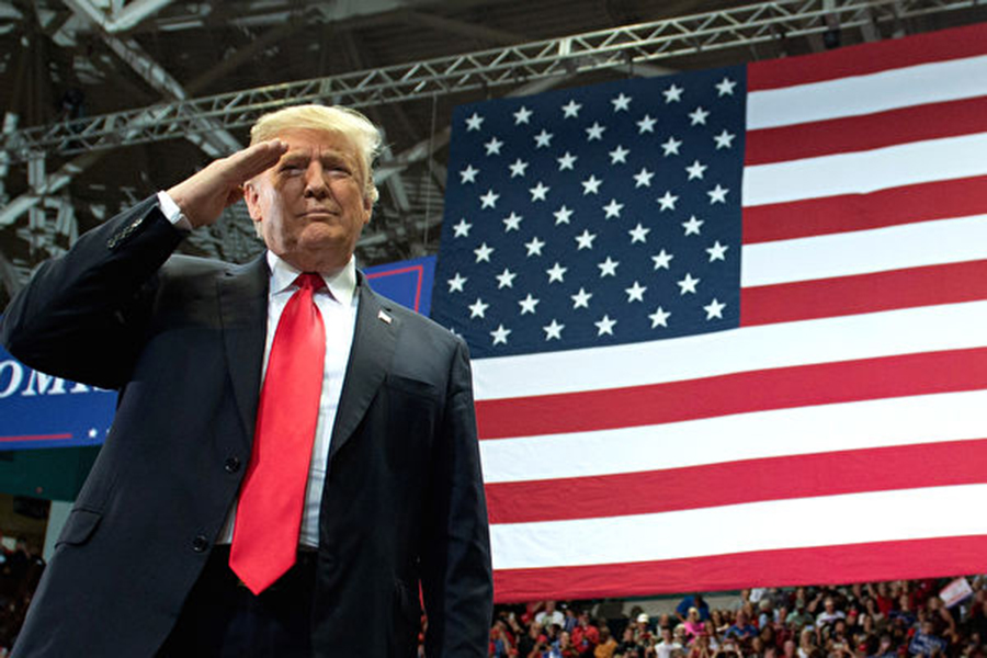 美國中期選舉11月6日登場,特朗普奔波各地,積極助選。(SAUL LOEB/AFP/Getty Images)