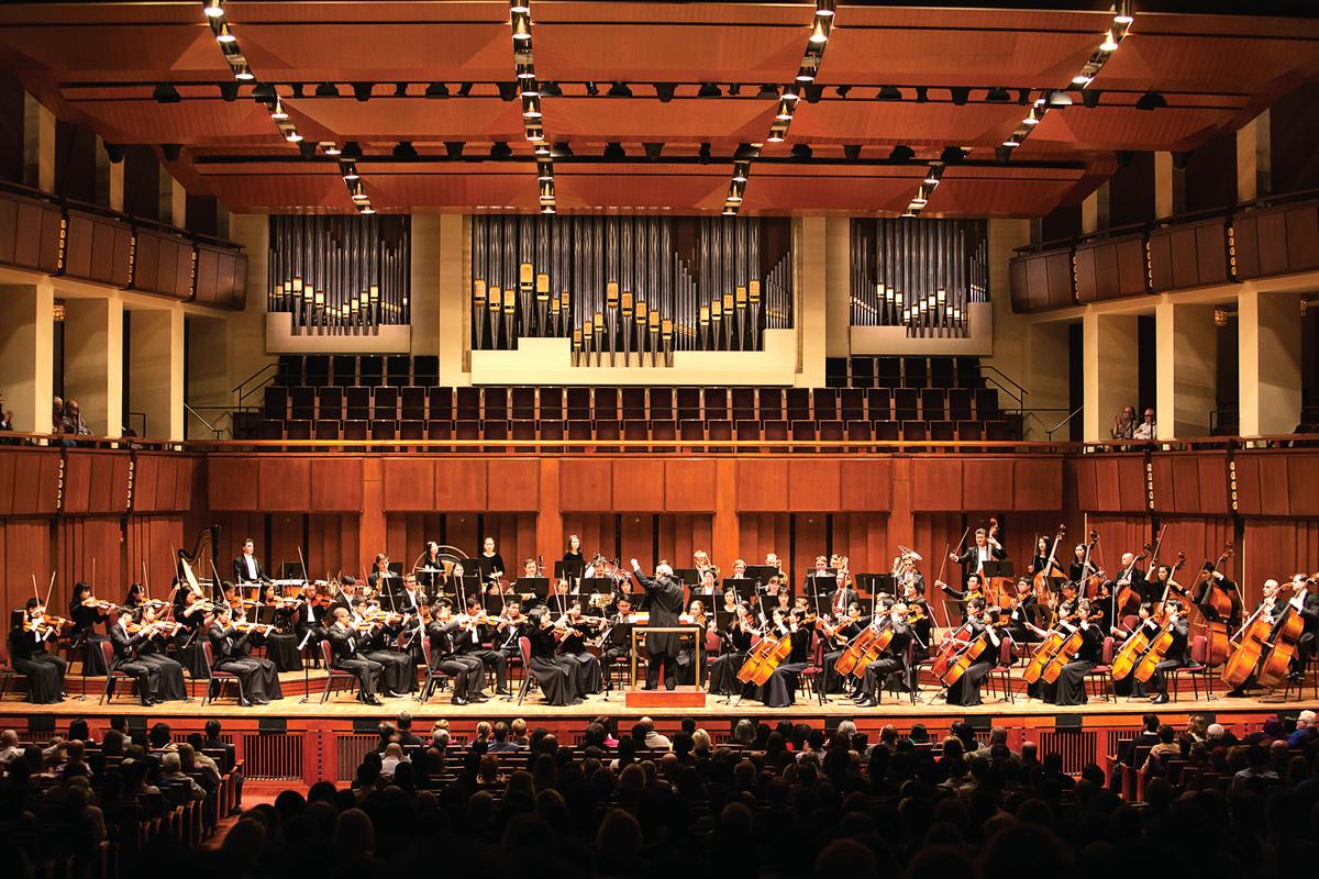 10月14日,神韻交響樂團在美國華盛頓DC肯尼迪藝術中心音樂廳演出。(李莎/大紀元)