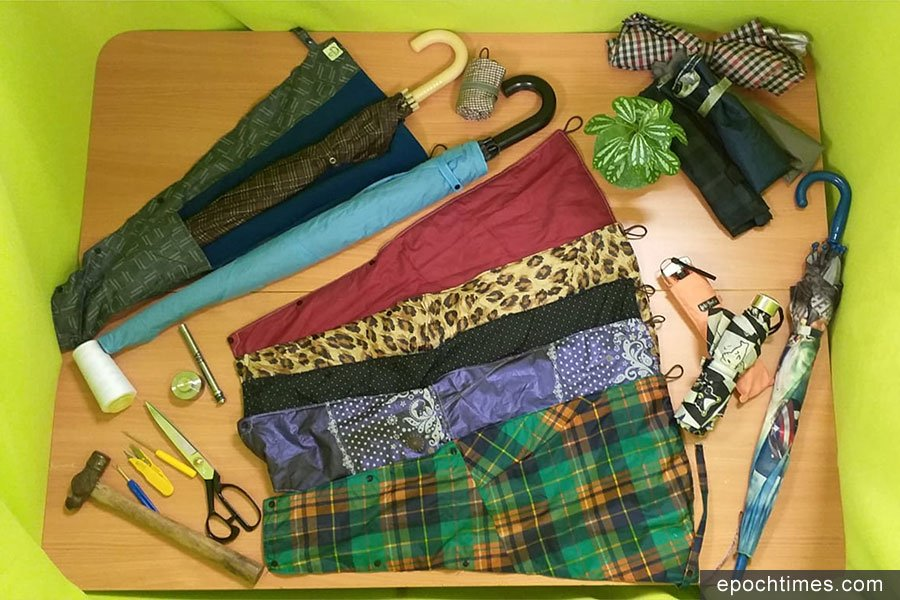 最新設計的長雨傘套,即將在手作市集中展出。(受訪者提供)