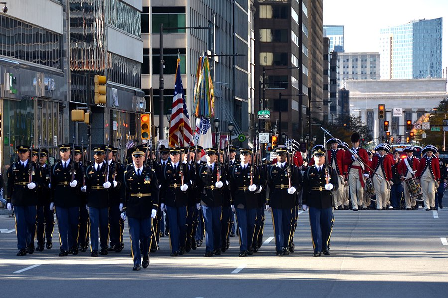 參加費城退伍軍人節大遊行的軍人。(良克霖/大紀元)