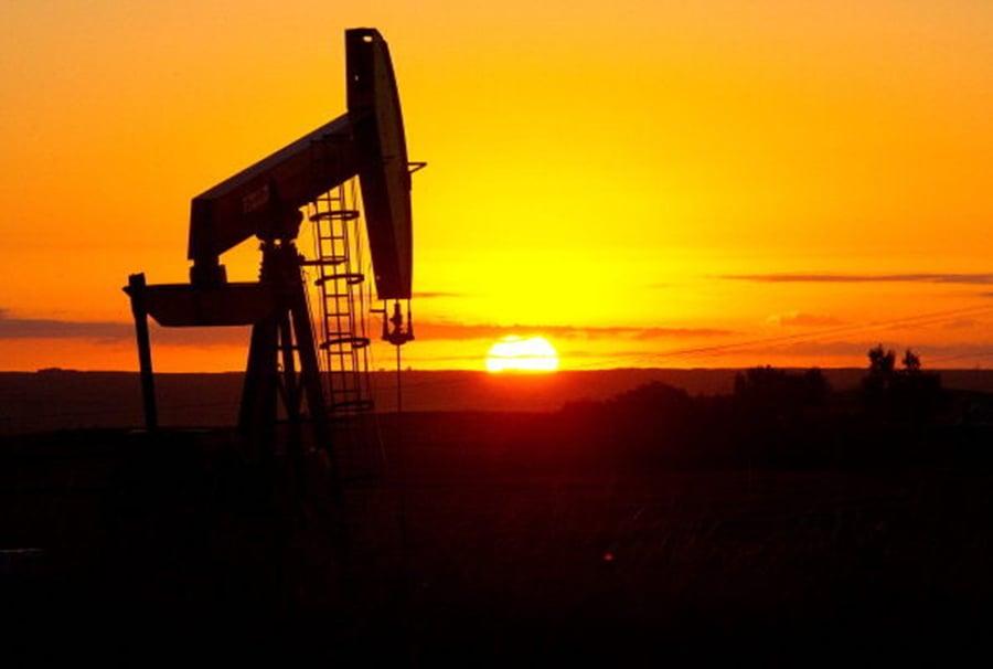 高盛估計2019年標普500大企業營收增幅將由今年的10%降為6%,其中能源類股降幅最大,由27%降為10%。圖為北達科他一口油井。(AFP/Getty Images)