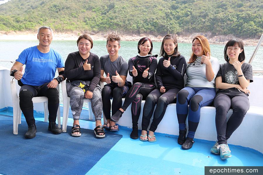 參與西貢滘西洲威士忌灣潛水執垃圾的一眾義工合照。(陳仲明/大紀元)