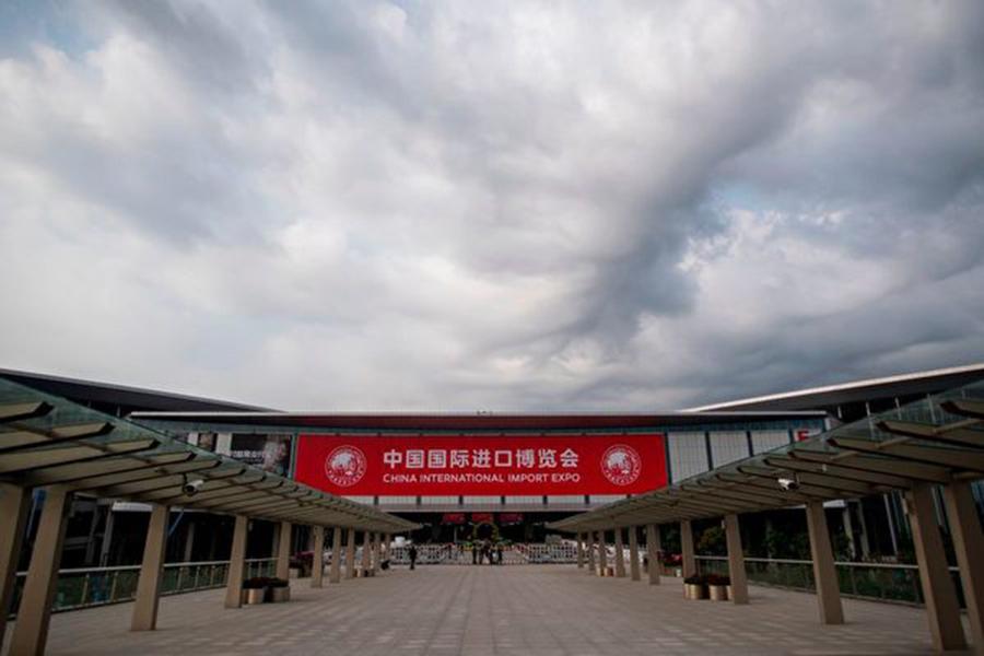 中共舉辦的首屆中國國際進口博覽會(簡稱進博會)已開幕,上海維安空前嚴密,同時嚴控民間輿論。(JOHANNES EISELE/AFP/Getty Images)