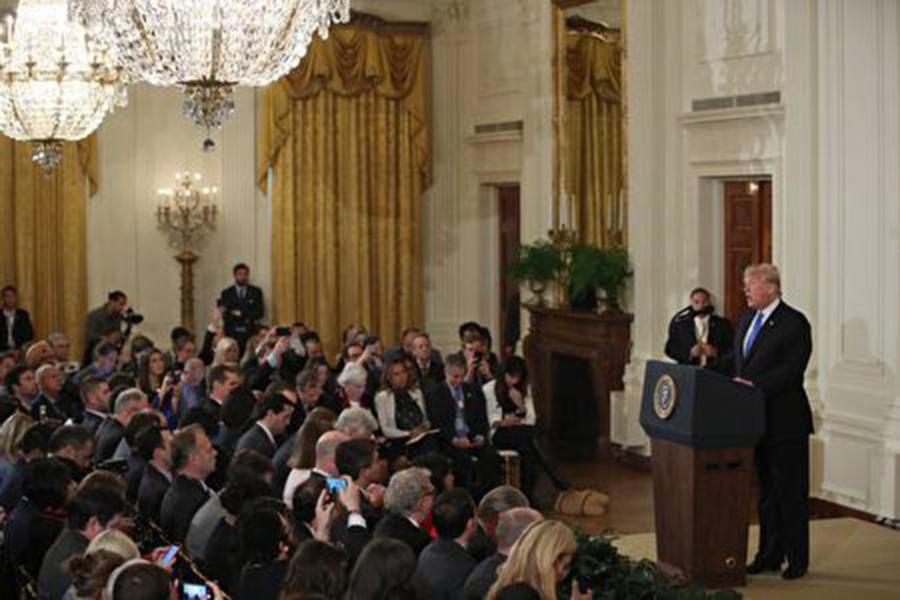 11月6日美國中期選舉結束,總統特朗普7日中午在白宮舉行新聞會,除呼籲兩黨未來合作,延續美國經濟繁榮外,還談到美中貿易、特金二次會面等。特朗普表示,中共「中國製造2025」計劃具有威脅性。(Mark Wilson/Getty Images)