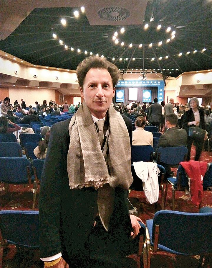 來自法國的法輪功學員Visuddha表示,同修的發言交流都很謙卑,給他很大啟發和鼓舞。(明慧網)