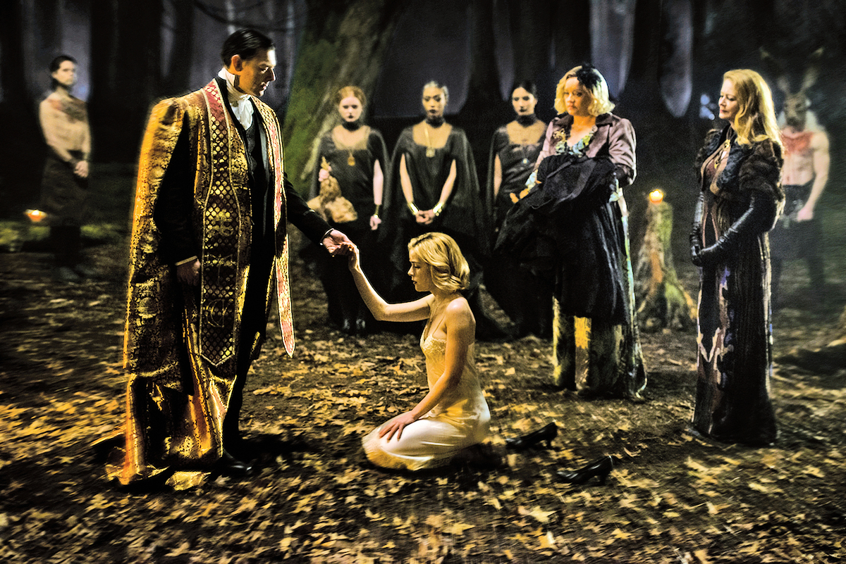 《莎賓娜的驚慄奇遇》前半段的重頭戲,為女主角在兩個世界的艱難抉擇。