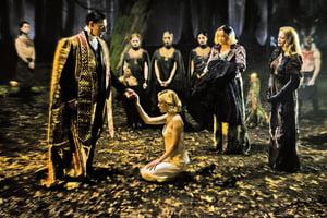 《莎賓娜的驚慄奇遇》抗拒黑暗誘惑 堅守光明之道的女巫