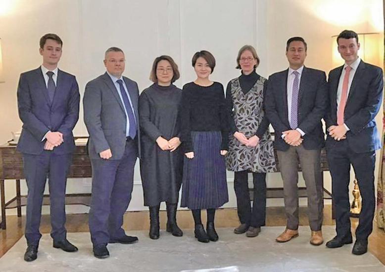 2018年11月5日,李文足(中)與歐美人權官員會面。(社交媒體)
