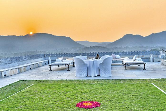 印度代爾瓦拉的「德維加RAAS酒店」古典高雅,置身於阿拉瓦利群山之中。
