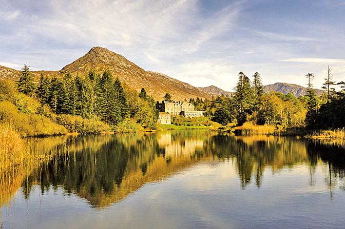愛爾蘭巴利納「巴利納城堡酒店」擁有山林自然風光,也提供各種專屬皇室的戶外活動供旅客體驗,例如騎乘小馬、狩獵野鳥等。