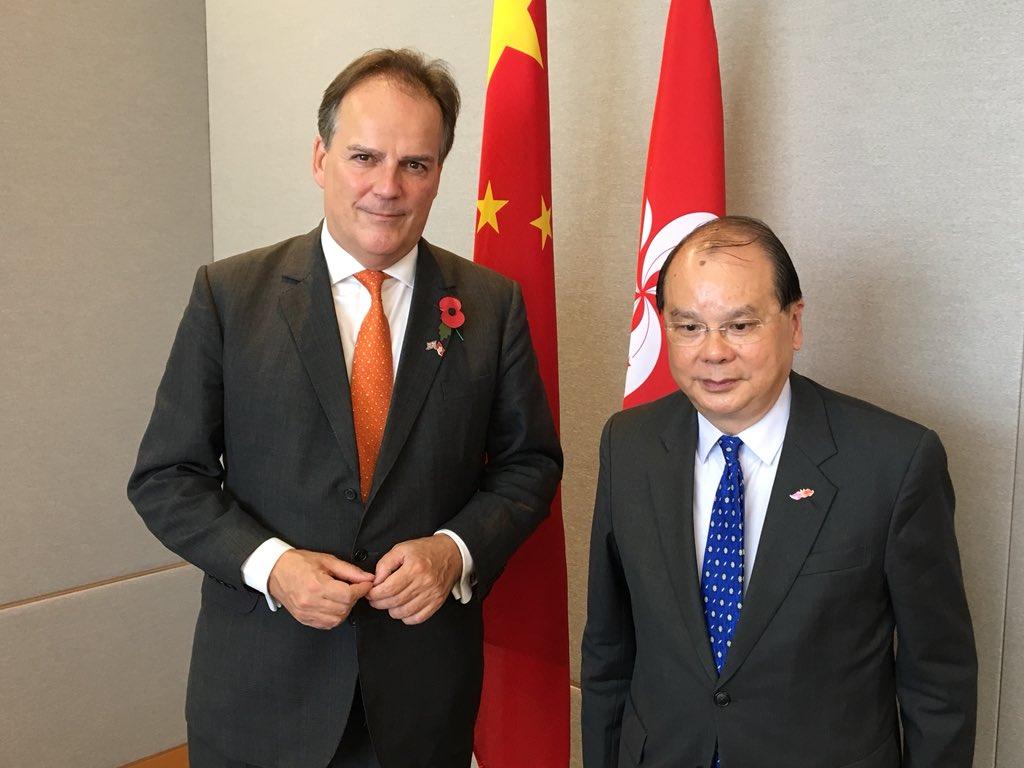 英國外交部亞太事務國務大臣田銘祺昨日與香港政務司司長張建宗討論了「一國兩制」對香港成功的重要性,並重申英國政府對《中英聯合聲明》的承諾。(Mark Field Twitter圖片)