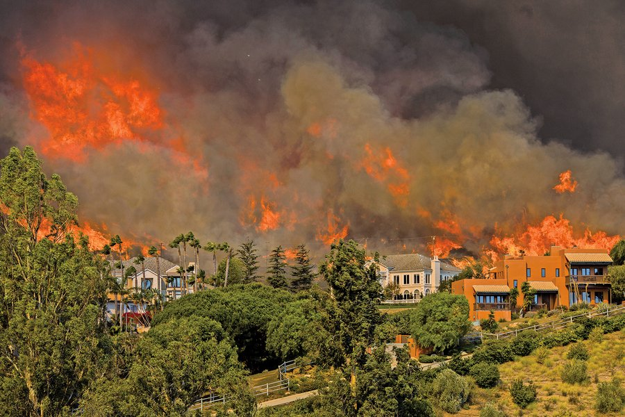 加州山火31死濃煙向西飄