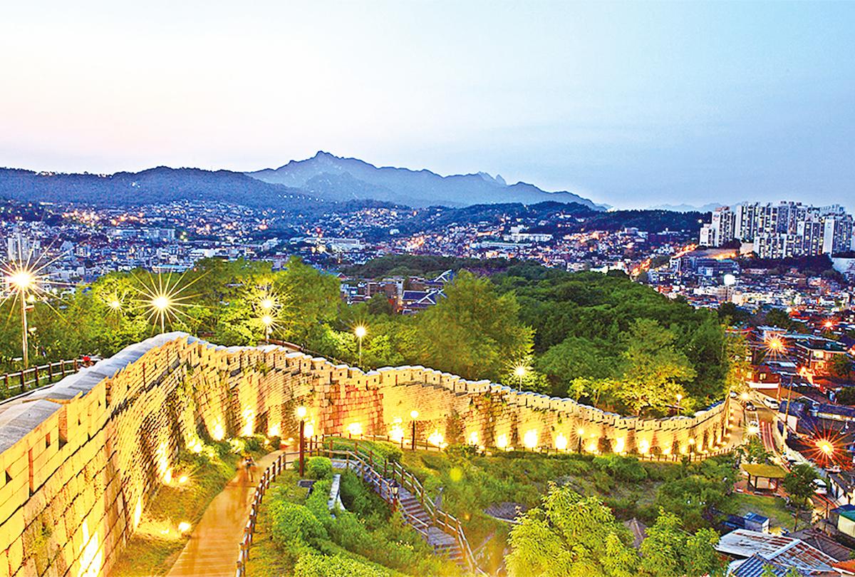 於駱山公園俯瞰的夜景。(圖片來源:韓國觀光公社)