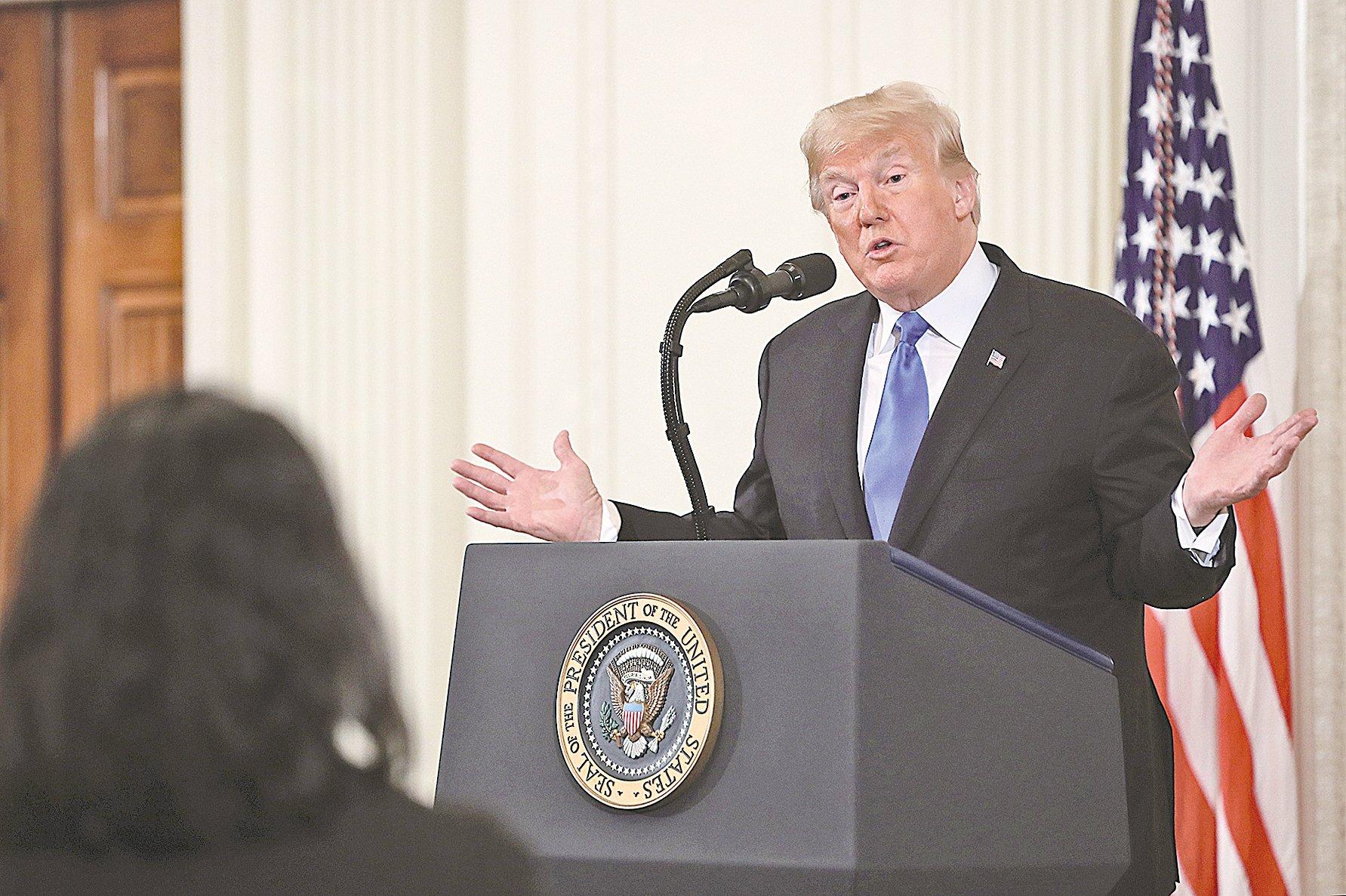 美國中期選舉後,特朗普總統在白宮召開新聞發佈會。(Getty Images)