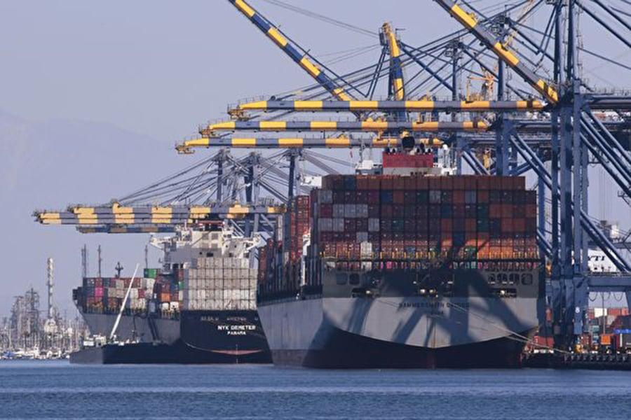 美中貿易戰至今交火未歇,中國經濟卻已被砲火燒出多重危機。(MARK RALSTON/AFP/Getty Images)