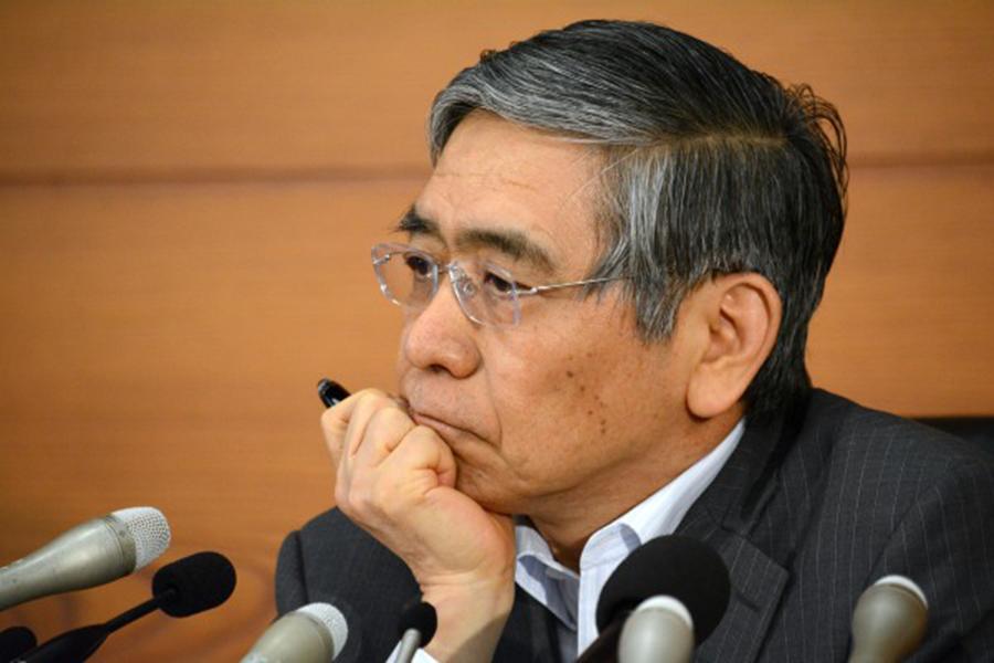 日本央行公布持有的資產達553.6兆日圓(或4.9兆美元),超過日本一年的GDP總值552.8兆日圓。圖為日銀總裁黑田東彥。(Getty Images)