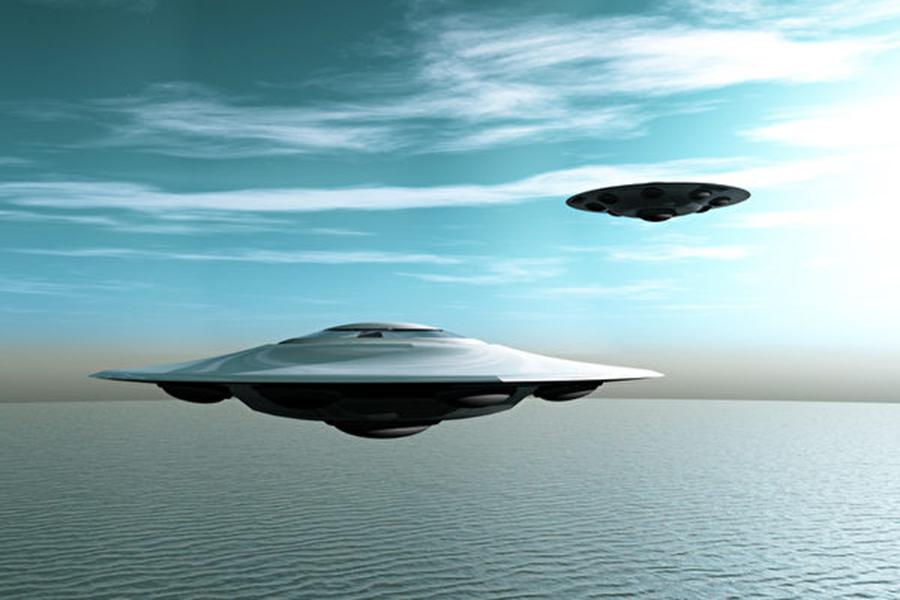根據空中交通管制音頻記錄,上週五(11月9日),一個「非常明亮」的高速飛行物體在空中被多人目擊。圖為UFO 構想圖。(Otolia)