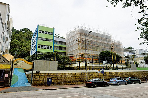 朗思國際學校疑在私立學校崇正中學校舍違規營辦,早前被勒令停課。(宋碧龍/大紀元)