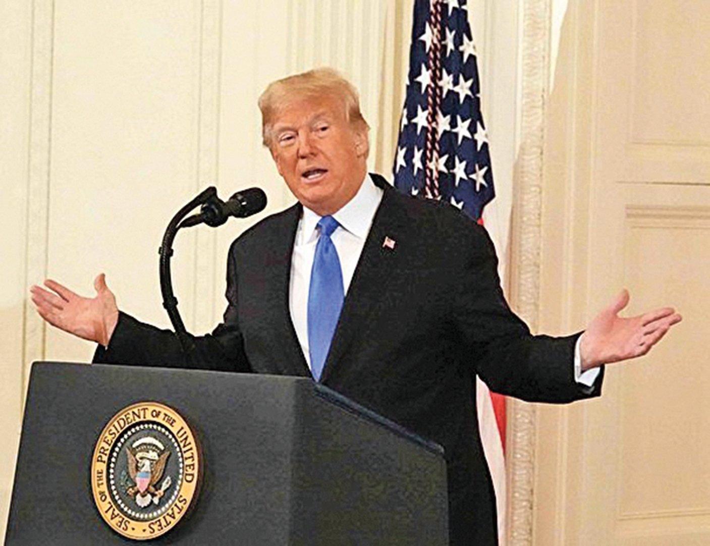 特朗普總統7日在白宮舉行選後記者會時表示,「中國(經濟)已經大幅度下滑,很大幅度。」 圖為特朗普11月7日在白宮的記者會上發言。(亦平/大紀元)