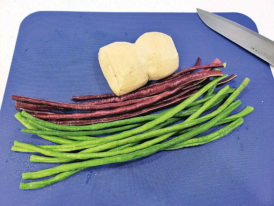 豆角分不同顏色,它不能生吃,要煮熟才能食用。